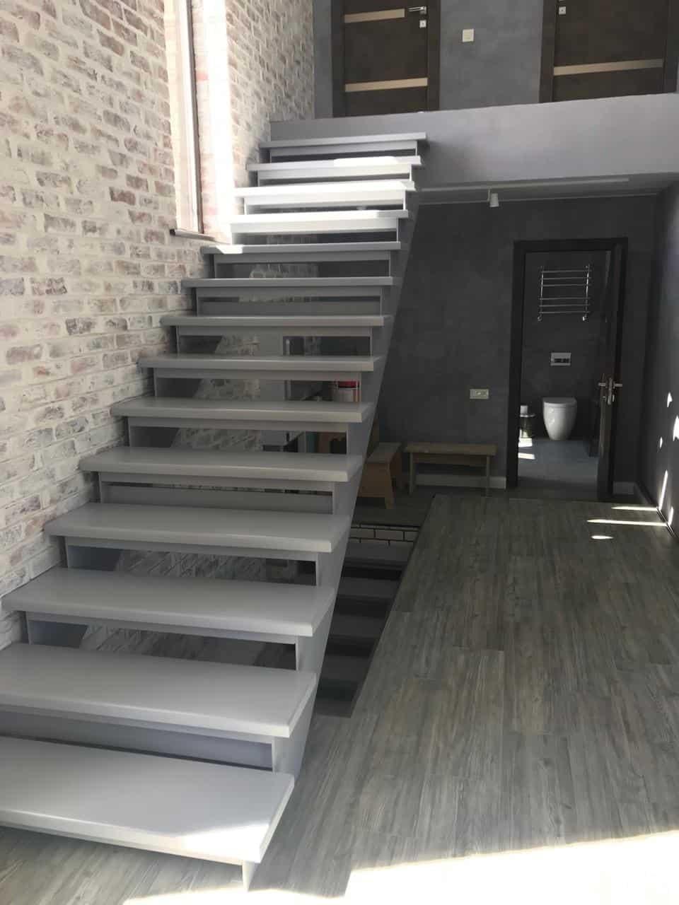 лестницы на листовой стали